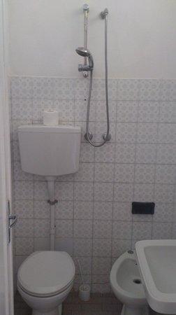 Hotel Corallo Nord: Туалетодуш