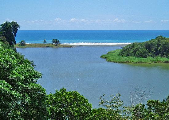 Finca Exotica Ecolodge: Laguna on Carate Beach