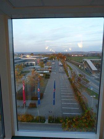 Ibis Friedrichshafen Airport: Panaorama va vetrata fine corridoio