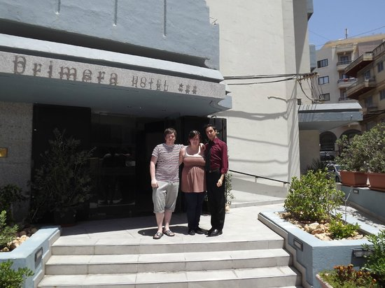 Primera Hotel: Myself, my girlfriend and Dom the receptionist (the best ever)