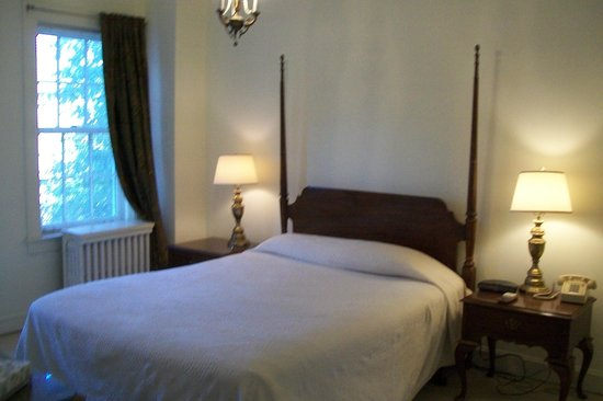 The Homestead: Bedroom Suite 401