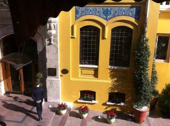 Turk Art Hotel : вид из окна номера