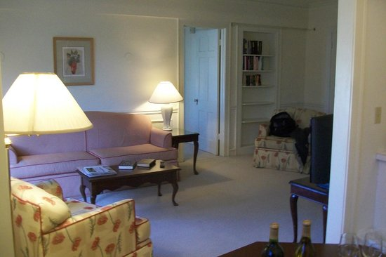 The Homestead: Living room suite 401