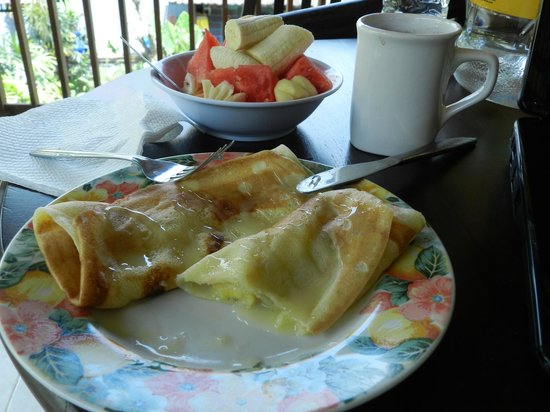 Rice Paddy Bungalows: Banana pancakes, fresh fruit and coffee for breakfast