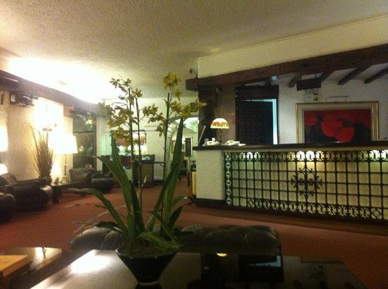El Condado Miraflores Hotel & Suites: Lobby