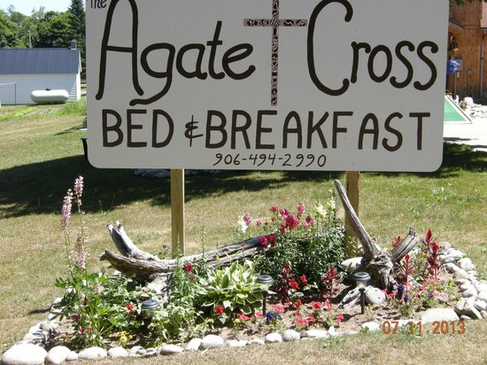 The Agate Cross Bed & Breakfast, LLC: Our sign