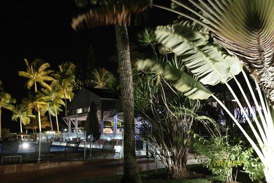 La Creole Beach Hotel: Piscines et Bar