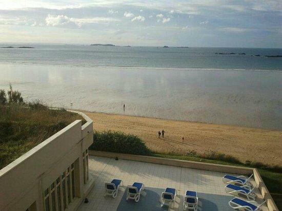 Residence Reine Marine : vue depuis appartement, terrasse piscine