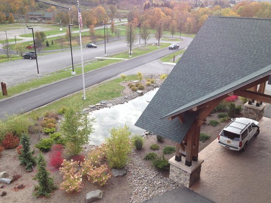Hope Lake Lodge & Conference Center: View over the entrance from 4th floor