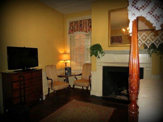 Kings Courtyard Inn: Our beautiful room