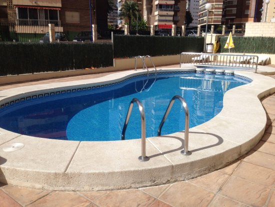 Benimar Apartments: Pool area