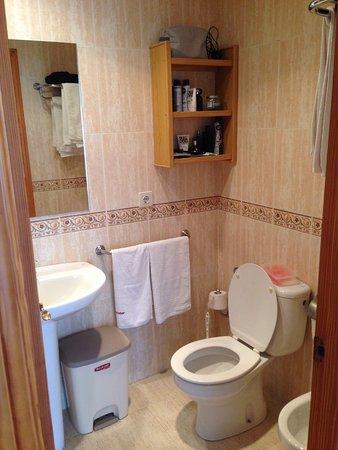 Benimar Apartments: Bathroom