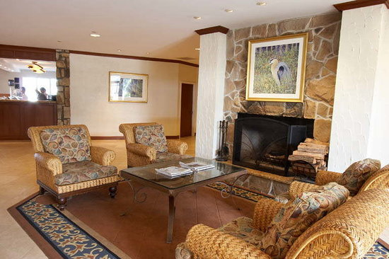 Icona Golden Inn: Relax in front of our fireplace.