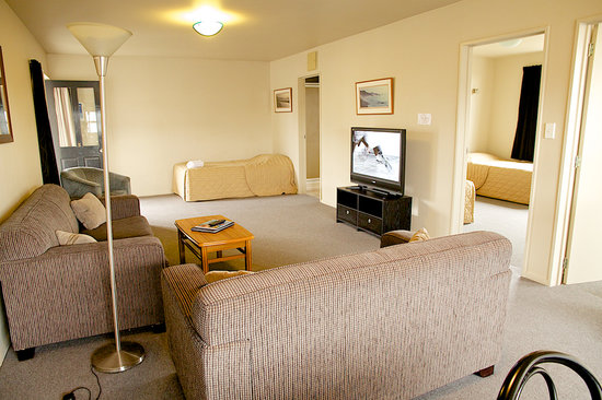 Fitzherbert Court Motel: 2 bedroom lounge/ding/kitchen