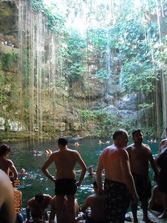 Cancun Passion: Ik Kil Cenote
