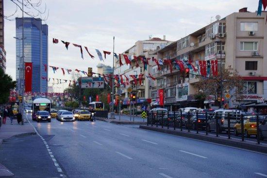 Renaissance Istanbul Polat Bosphorus Hotel: Street outside