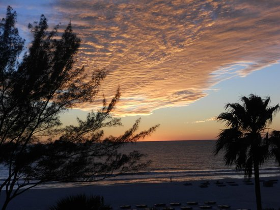 Guy Harvey Outpost, a TradeWinds Beach Resort: sunset view from the room