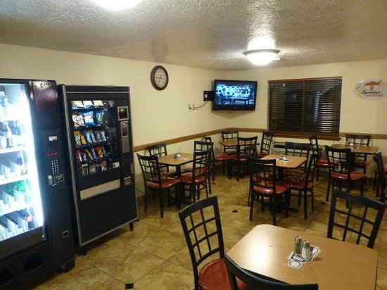 Super 8 Alamogordo : Breakfast area