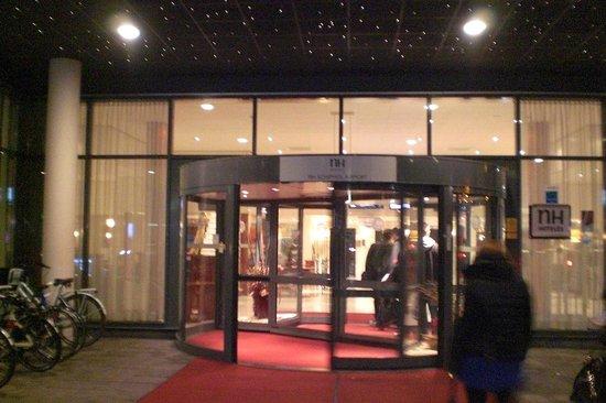 NH Amsterdam Schiphol Airport: Entrada do Hotel, muito bonita.