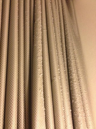 Le Westin Montreal: Dust bunnies on Drapes in Room 1822?