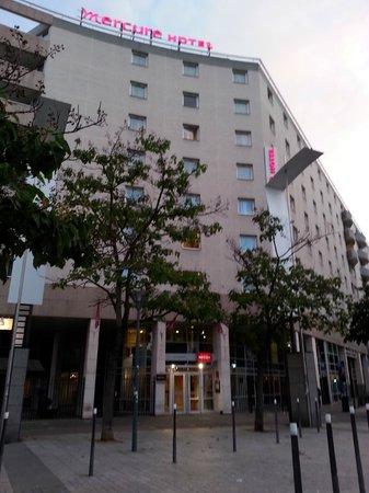 Hôtel Mercure Lyon Charpennes : Bem localizado e de fácil acesso para quem está viajando de trem.