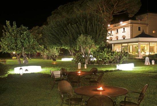 Grand Hotel Paestum Tenuta Lupo': giardino