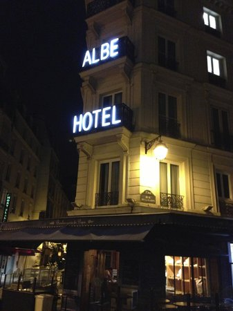 Hotel Albe Saint Michel : Front of hotel- right on the corner