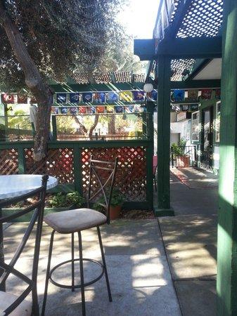 Fernando's Mexican Restaurant: PATIO SEATING