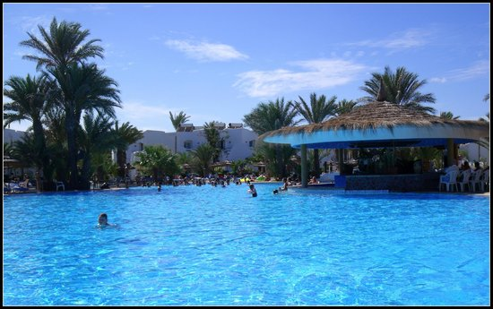 Fiesta Beach Club Djerba : Le bar piscine (GENIAL)
