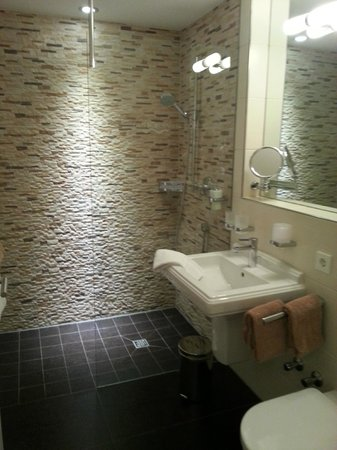 Gut Landscheid Hotel & Restaurant: Bathroom