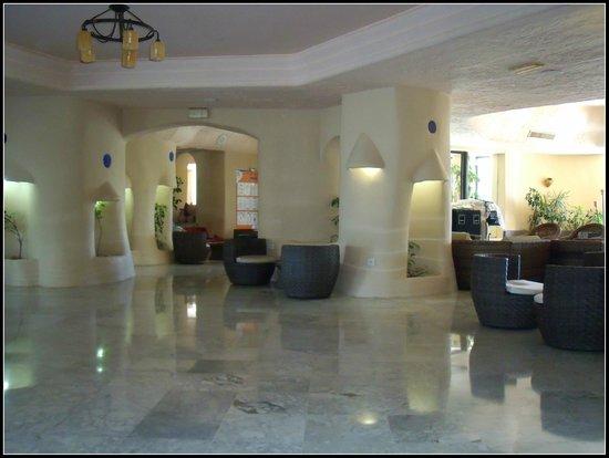 Fiesta Beach Club Djerba : Le hall d'accueil près de la réception.