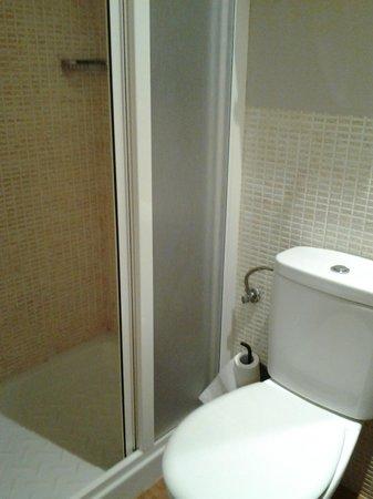 Apartamentos Palacio Real: Cuarto de baño