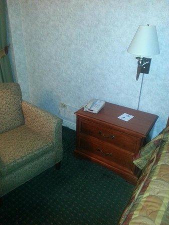 Travel Inn Hotel New York: Worn, but not unclean
