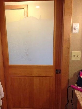 High Peaks Resort : Bathroom door