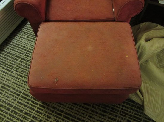 Quality Inn : Furniture in Bad Condition