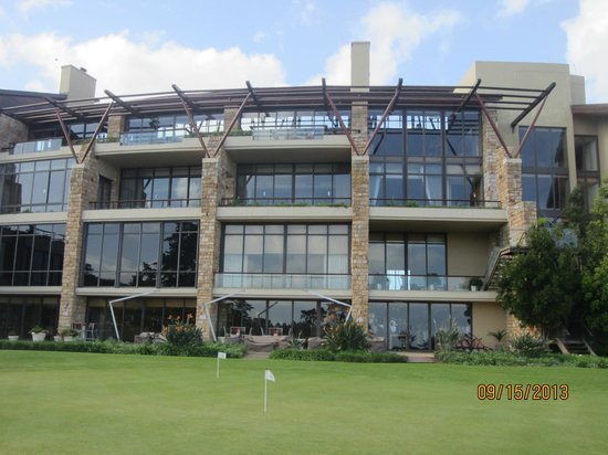 Arabella Hotel & Spa: view of hotel from the golf course