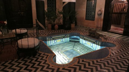 Riad El Mansour: The central dipping pool