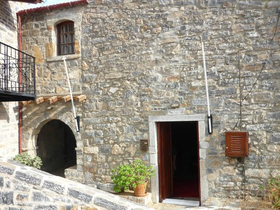 The Traditional Homes and Villas of Crete : Entrance and bedroom window of Leonidas House