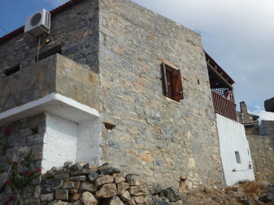 The Traditional Homes and Villas of Crete : The front of Leonidas House