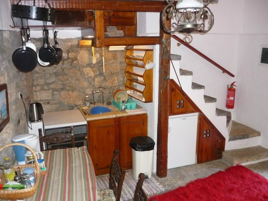 The Traditional Homes and Villas of Crete : The stone stairs from living room to first floor