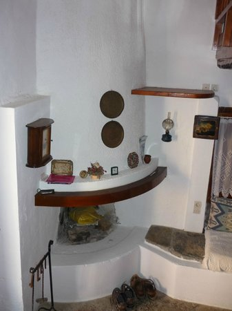 The Traditional Homes and Villas of Crete : Fireplace in downstairs room