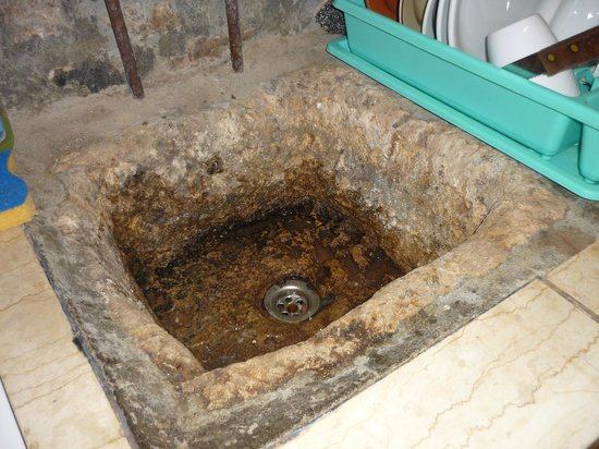 The Traditional Homes and Villas of Crete : The 'authentic' sink!