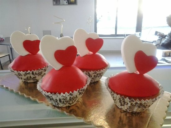 Caffe Creme Cafetaria: S.Valentine Cup Cakes