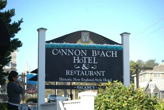 Cannon Beach Hotel: ADORABLE place to stay; right here!