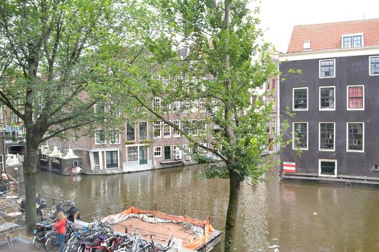 Velvet Amsterdam Bed and Breakfast: View from Canal Room 1