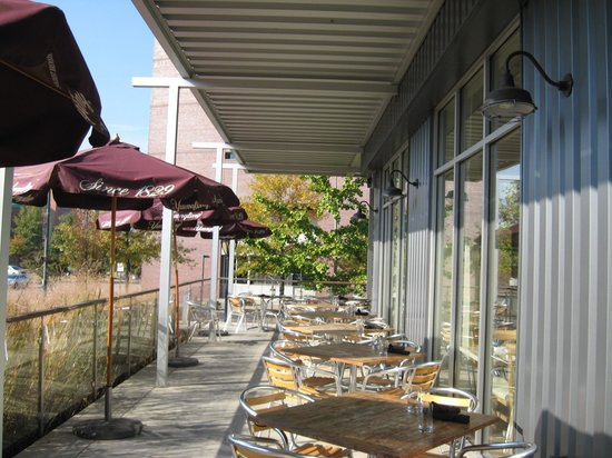 Public House: Outdoor dining
