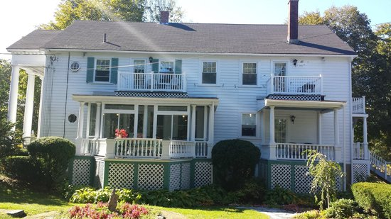 Greenleaf Inn at Boothbay Harbor: Front shot of Greenleaf, rm # 7 is upper right hand side