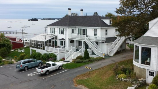Greenleaf Inn at Boothbay Harbor: This is the Admirals Quarters as seen from our room.