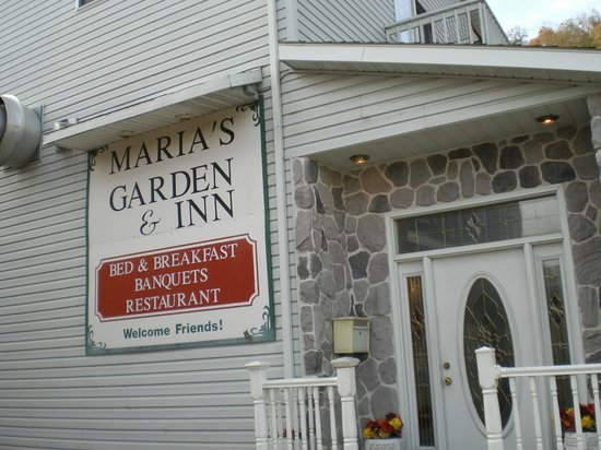 Maria's Garden and Inn: Entrance to the Inn