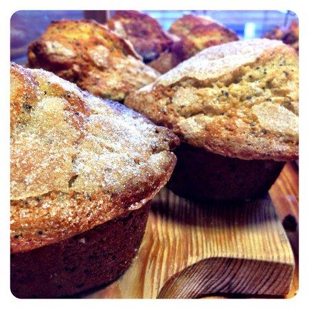 The Purple Onion Cafe: Lemon Poppyseed Muffins